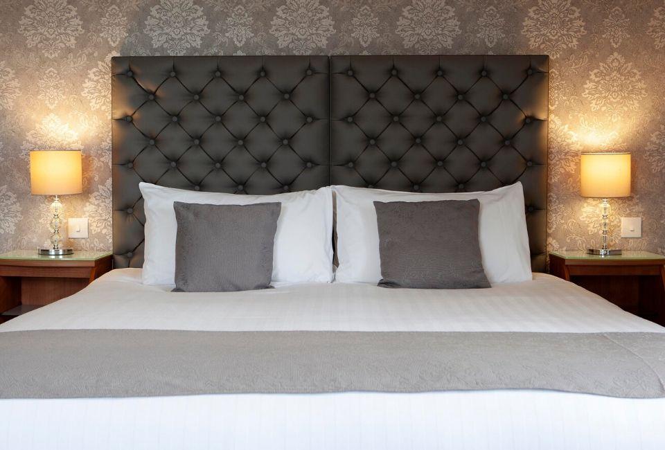 elfordleigh-bedroom